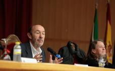 Rubalcaba habla de la situación de Cataluña desde la Universidad de Granada