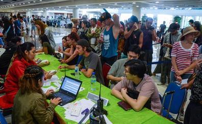 Bali, sin aeropuerto por segundo día por la actividad del volcán Agung