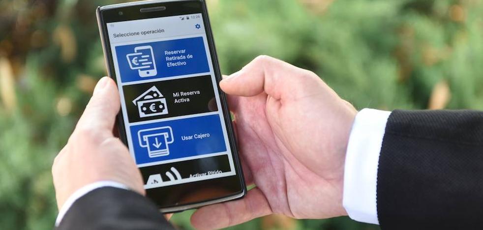 BBVA presenta una app pionera que facilita la operativa en cajeros a las personas ciegas