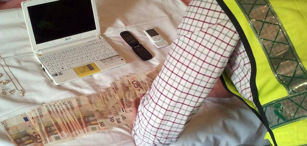 Sustrae en casa de su exsuegra más de 15.000 euros en joyas