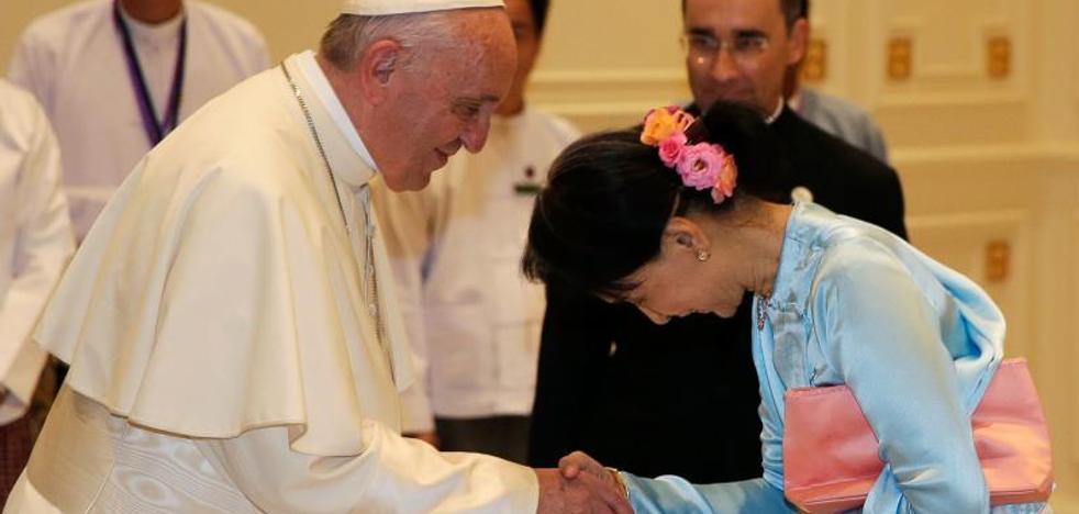 El Papa pide en Birmania que «se respete a todos los grupos étnicos»