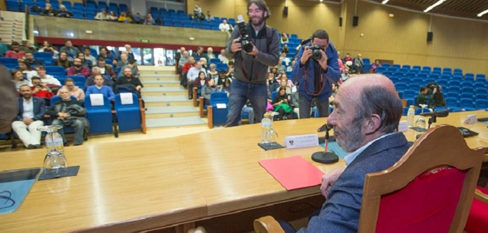 Cuatro años después, Pérez Rubalcaba pudo hablar en la UGR
