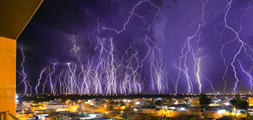 La espectacular foto de una brutal tormenta eléctrica que te deja 'helado'