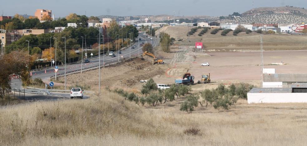 Maquinaria y cambios en el tráfico en las obras del Jaén Plaza