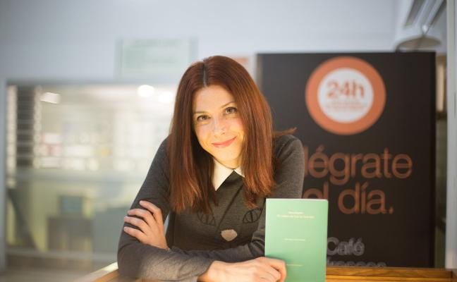 La poeta Nieves Chillón presenta 'El libro de Laura Laurel'