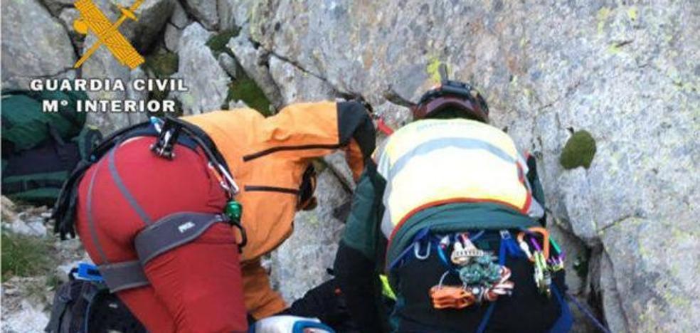 La Guardia Civil rescata a dos independentistas que querían colgar una estelada en un pico de Huesca