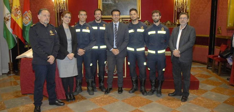 Cuatro nuevos bomberos conductores refuerzan el servicio de extinción de incendios de los parques Norte y Sur de Granada
