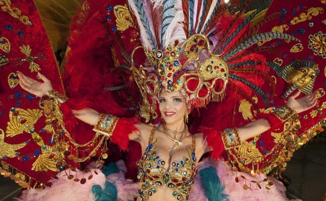 El calvario infernal de la reina del Carnaval de Tenerife