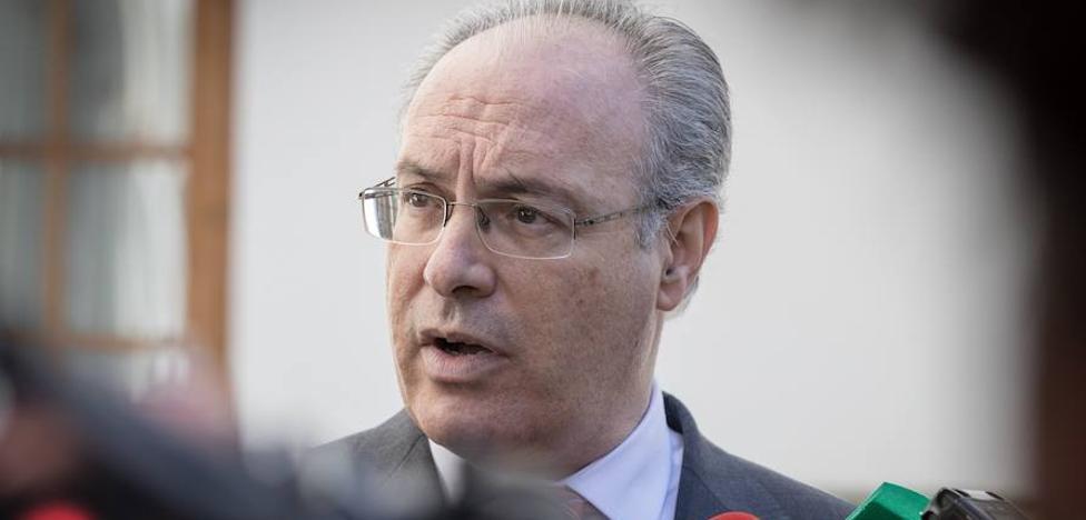 """El """"error"""" del presidente del Parlamento andaluz por contratar una empresa en la que trabaja su sobrino"""