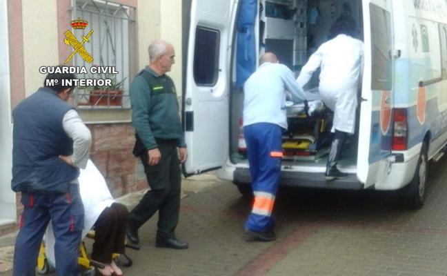 Auxilian a una mujer de 84 años en Alhama de Almería tras dos días en el suelo de su casa y sin acceso a la teleasistencia