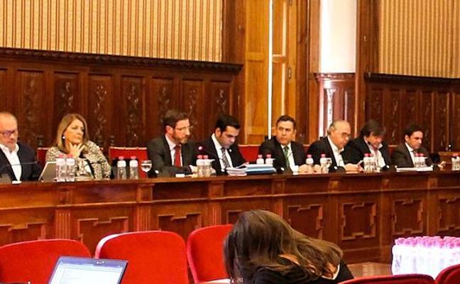 Moreno estalla contra su portavoz en el pleno de Diputación