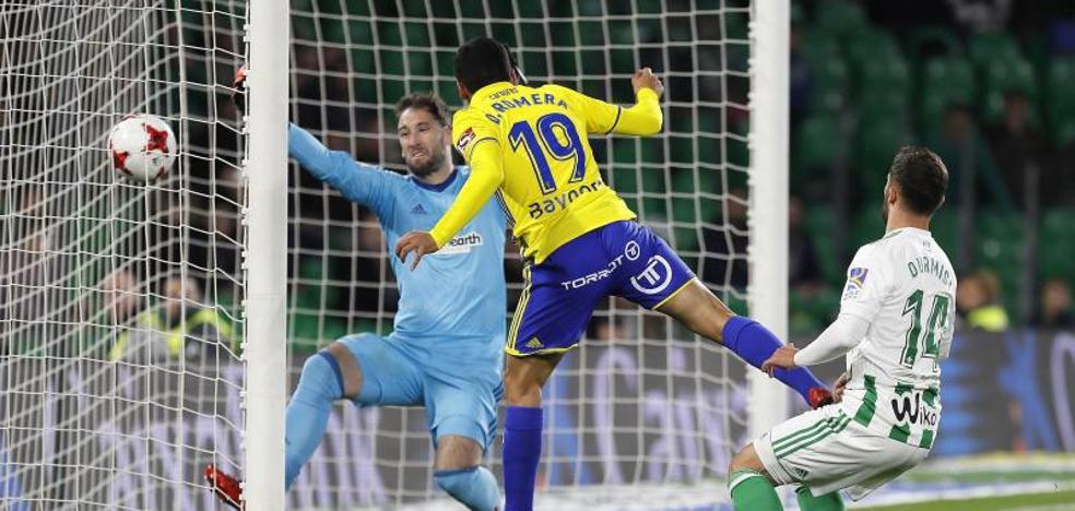 El Cádiz tumba al Betis en una borrachera de goles