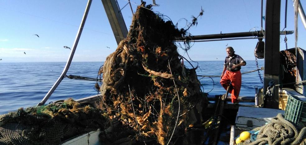 Los pescadores dan la voz de alarma y piden un plan para frenar los vertidos
