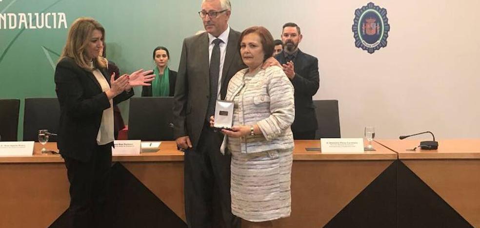 Los padres de Francisco Javier Balbín París recogen la Medalla de Oro a título póstumo