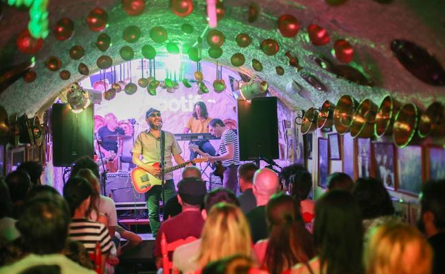 Los Planetas presentan en Almería su nuevo disco