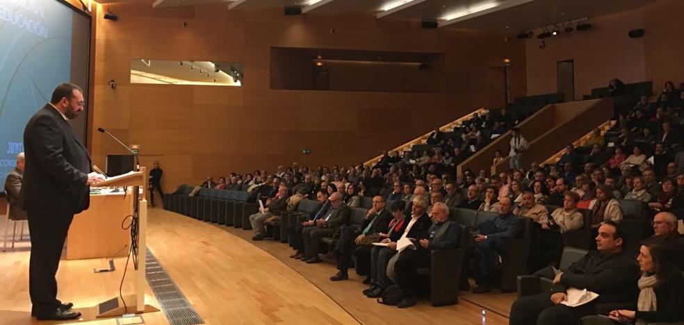 La Junta de Andalucía rinde homenaje en Granada a 380 jubilados de la Educación