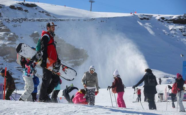Sierra Nevada abrirá este puente el mayor desnivel esquiable de España con la pista 'El Río