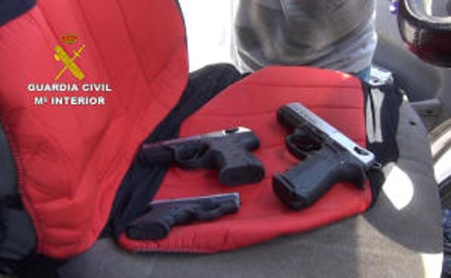 25 detenidos y 17 investigados en una operación contra el tráfico de armas que afecta a Almería