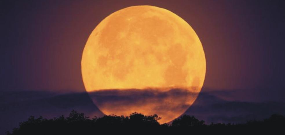 Esta noche es la superluna: todo lo que tienes que saber para verla en su máximo esplendor