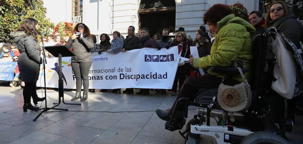 """El alcalde de Granada reclama al Estado """"un compromiso determinante"""" con las personas que padecen discapacidad"""
