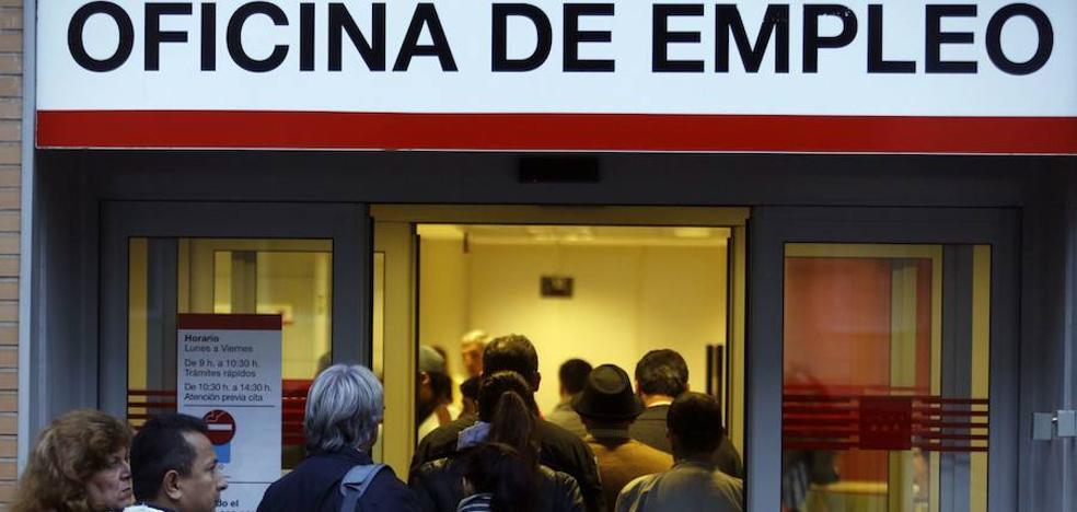 El paro bajó en Andalucía en 3.114 personas en noviembre