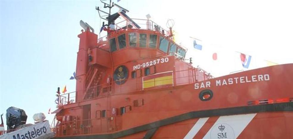 Buscan una patera con 34 adultos y un bebé que llevaría más de 24 horas en el mar