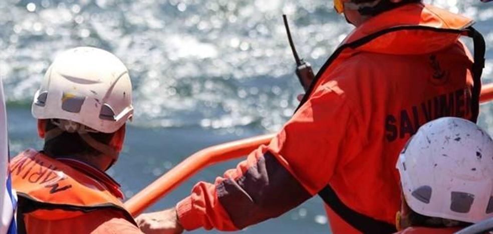 Rescatadas 30 personas de una patera al oeste de la Isla de Alborán