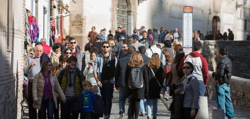 El pronóstico del tiempo en Granada para el puente: sol para comenzar, nubarrones para terminar