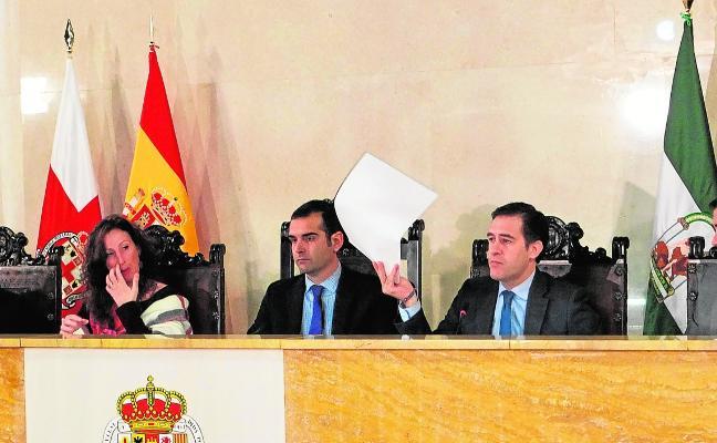 La oposición se une para pedir que no se corte el tráfico ferroviario en las obras de El Puche