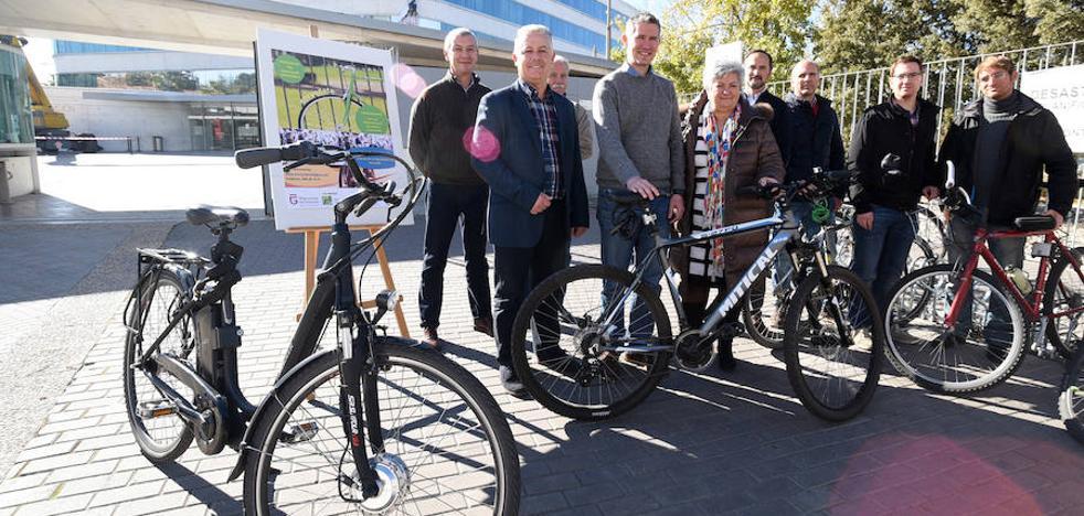 La Diputación de Granada premia a los funcionarios que van al trabajo en bici o a pie