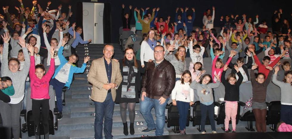 Alrededor de 250 escolares participan en la Feria del Juego y del Juguete en Salobreña