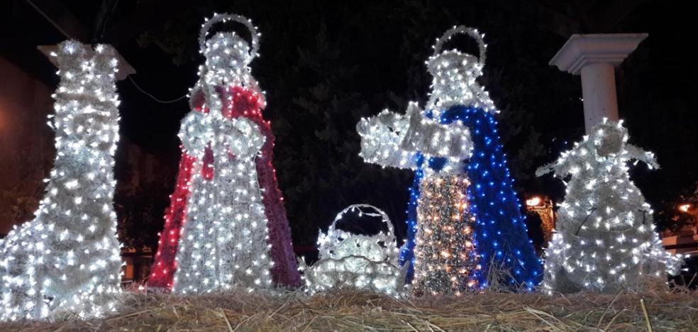 Martos se ilumina para dar la bienvenida a la Navidad