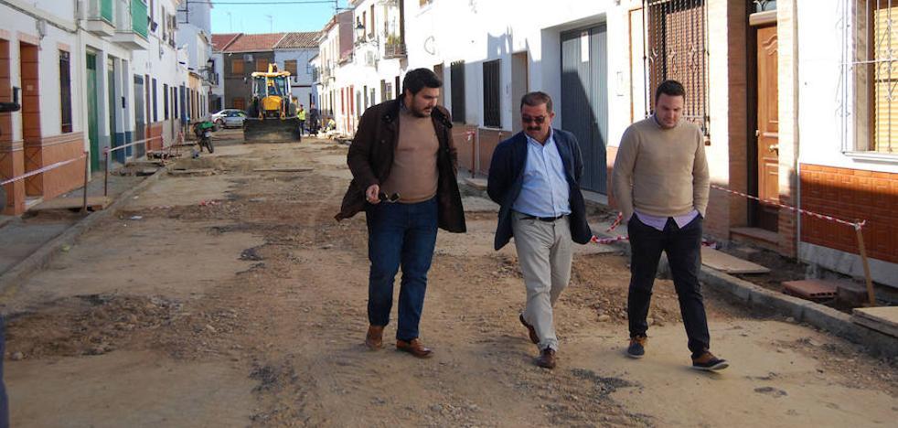 La Diputación trabaja en mejorar varias calles de Marmolejo