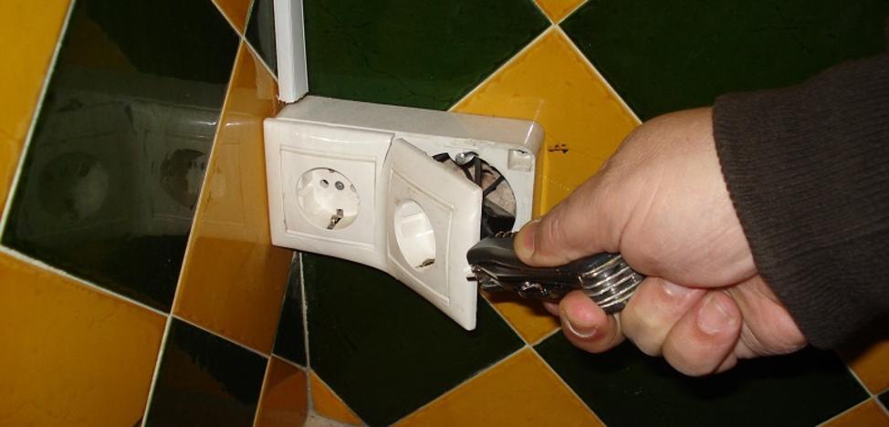 Un casero espió a sus inquilinos con una cámara oculta instalada en el baño
