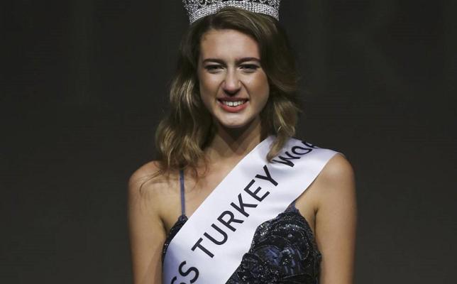 Piden un año de cárcel para una Miss Turquía por un tuit sobre menstruación