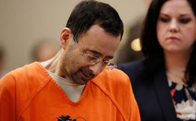 El doctor Nassar, condenado a 60 años de cárcel por pornografía infantil