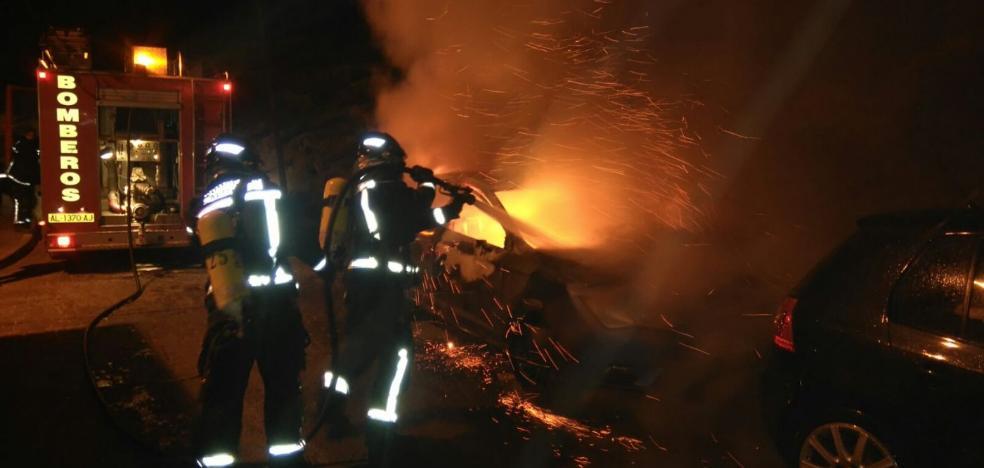 Los vándalos queman otro contenedor en la capital y ya van más de cien este año