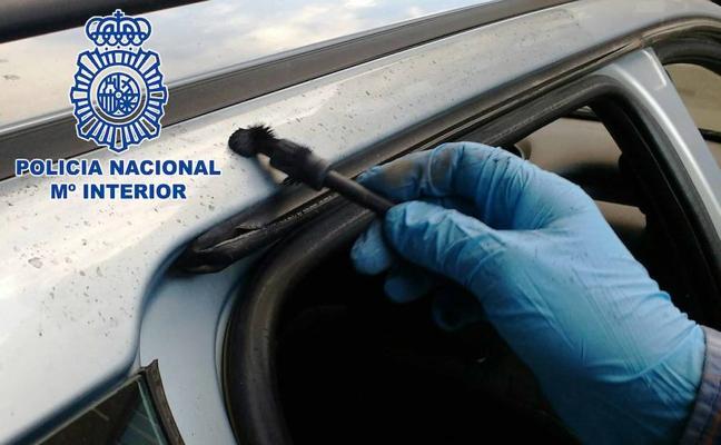 Aprovechaba la noche para saquear vehículos en Almería