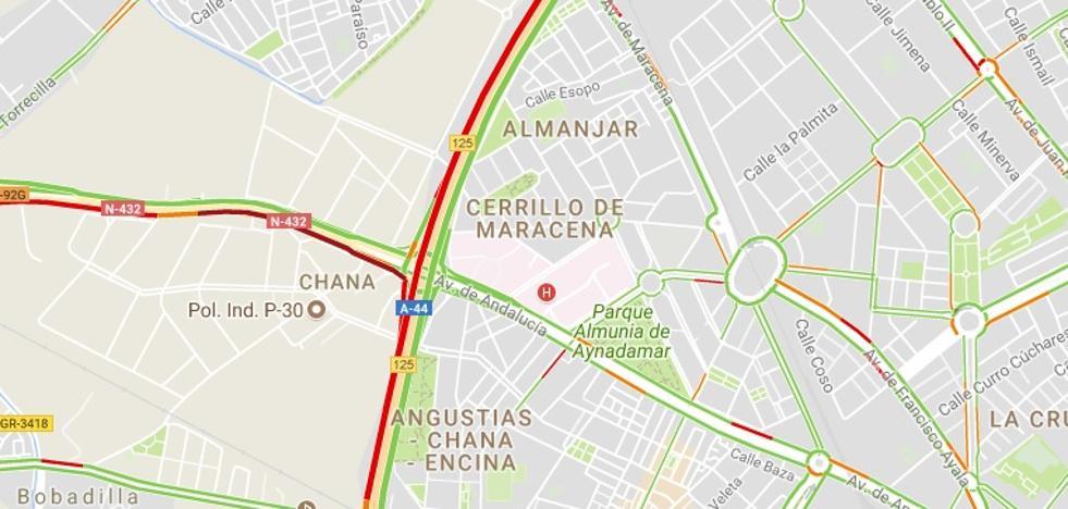 Colisión entre tres vehículos en la Circunvalación de Granada