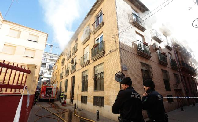 Desalojan dos casas de Granada por un incendio con dos atendidos por inhalación