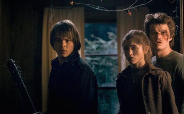 Sale a la luz la primera foto del romance sorpresa de dos actores de 'Stranger Things': cambio radical