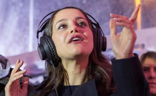 Arrimadas: «Puigdemont ha sembrado el caos, yo quiero la senyera y el seny»
