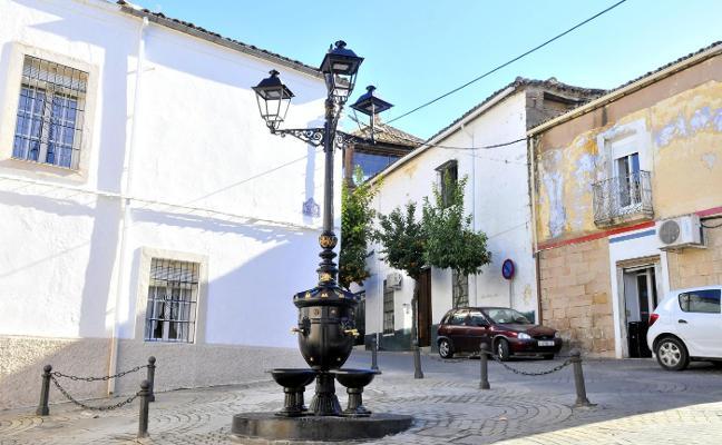 La Plaza de las Siete Esquinas restaura y estrena su elemento más característico