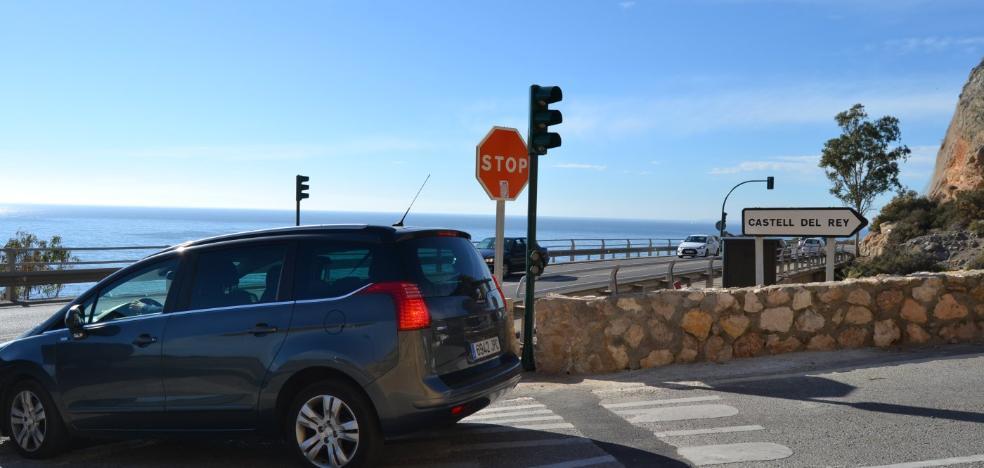 Los accesos a Castell del Rey ya tienen instalados los semáforos