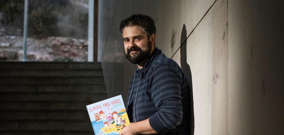 Jesús Muñoz completa la trilogía para acercar a los pequeños la naturaleza de Almería