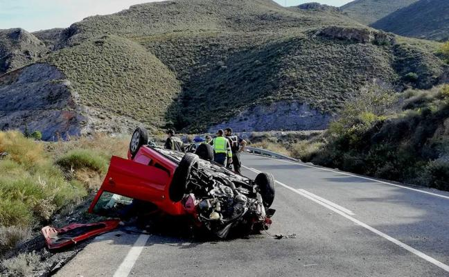 Espectacular accidente en la carretera que une Adra y Berja