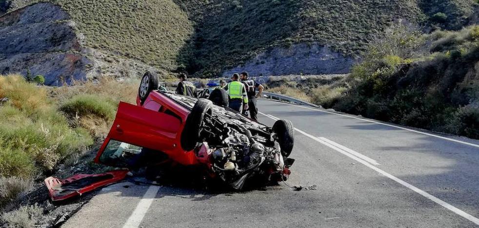 Espectacular accidente en la carretera que une Adra y Berja
