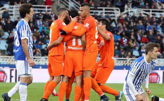 El Málaga también le gana a la Real en Anoeta y deja de ser colista