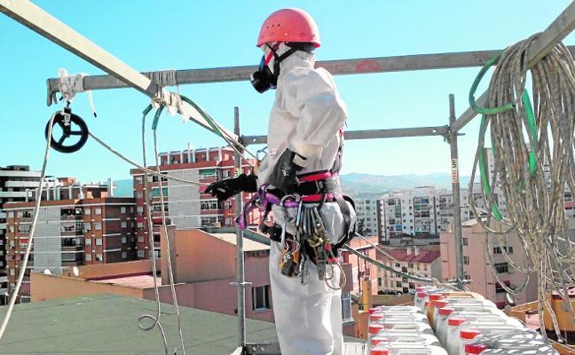 Más de un millón de euros para la retirada de amianto de los centros
