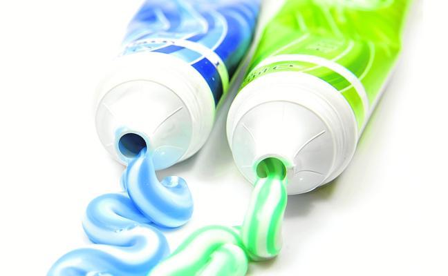 Los contamimantes que no vemos de los pintalabios, dentífricos, exfoliantes, champús, cremas y protectores